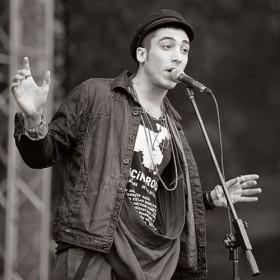 Can Bonomo – Love Me Back Şarkısı Türkçe Okunuşu